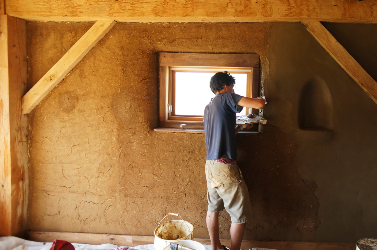 How to make clay plaster - Applying Finish Clay Plaster On Straw Bale Walls