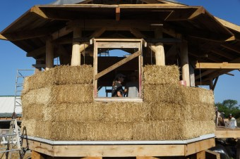 straw-bale-house-construction