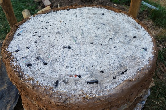Outdoor Cob Oven: Perlite Insulation