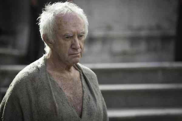 Among the top 9 returning actors in 2015 we can find Jonathan Pryce.