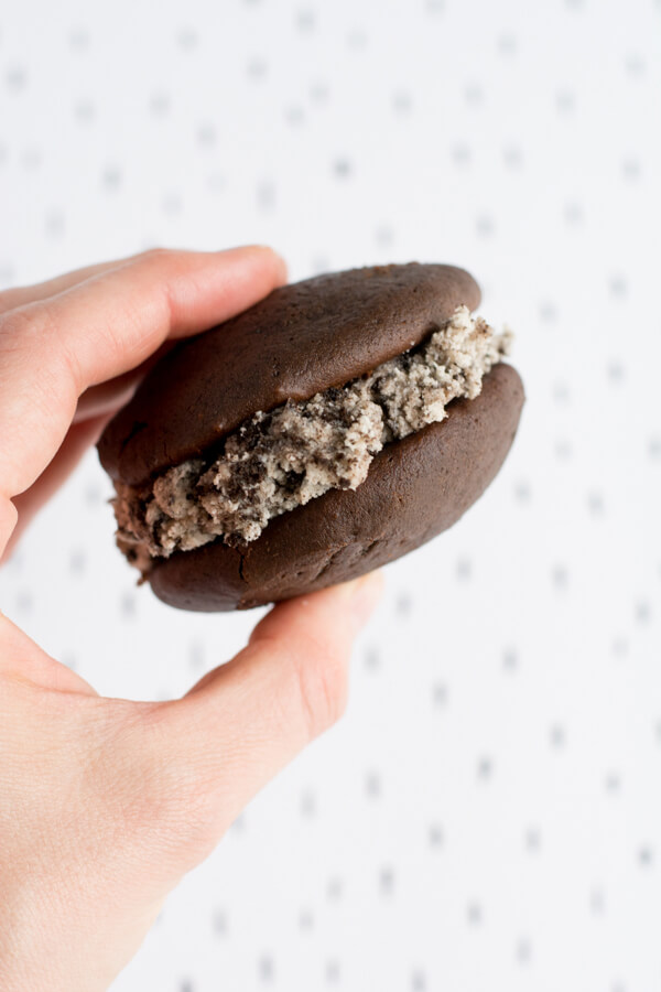 Make Cookies & Cream Frosting for Chocolate Whoopie Pies | this heart of mine