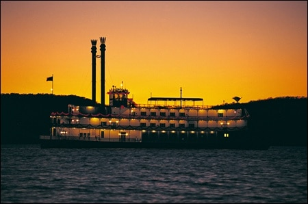 Showboat-on-the-Table-Rock-Lake