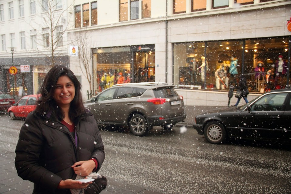 Happy face after shopping! Cintamani store in the background...the tinted glass panes at those of Loft Hostel