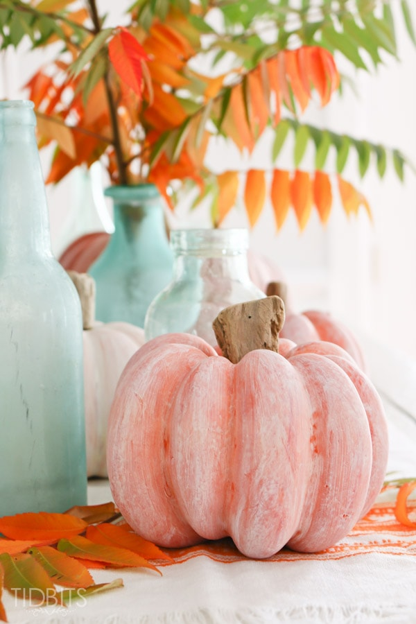 Fall Decor and DIY Pumpkin Tutorials that are perfect to decorate your home for Thanksgiving and Halloween. Pin it now and make them later.