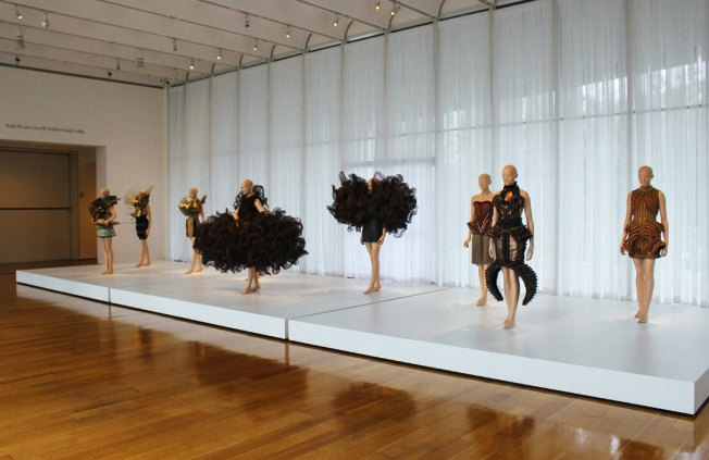 iris-van-herpen-transforming-fashion-16a