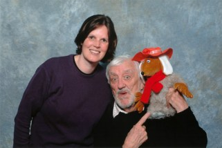 Bernard Cribbins pointing at Orinoco