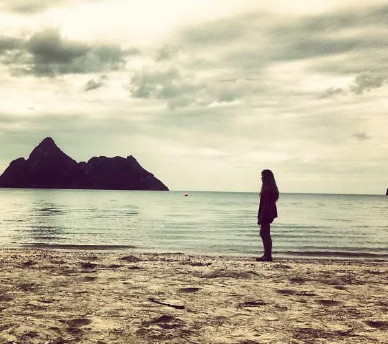 Ao manao beach girl