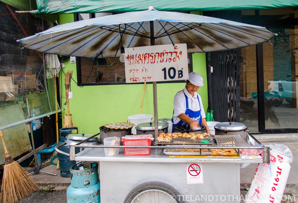Find sweet kanom kroke at the Chiang Mai Gate food stalls
