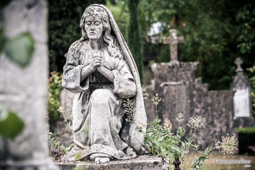 CEMENTERIO de Santa Isabel, la historia de Vitoria tallada en piedra