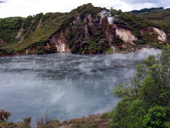 Rotorua-Frying-Pan-Lake
