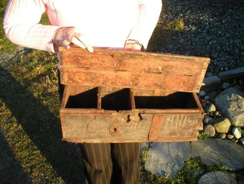 """På slektsforskerbesøk iSogn og Fjordane fikk vi se et pengeskrin/""""kasseapparat"""" fra gjestegiveriet  som mine forfedre hadde på sen 1700 tidlig 1800"""