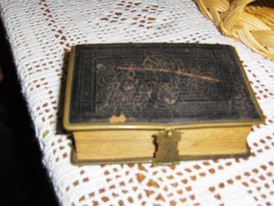 Min tippoldemor bønnebok, som jeg fant i forbindelse med et slektsstevne