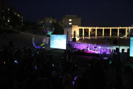 glow sticks and beach balls1