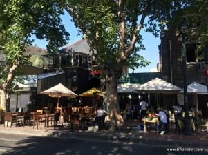 Es gibt viele Cafés und Bars in Bellavista