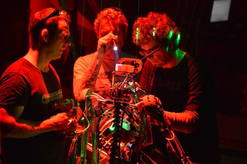 compressorhead-robot-band-vocalist-4