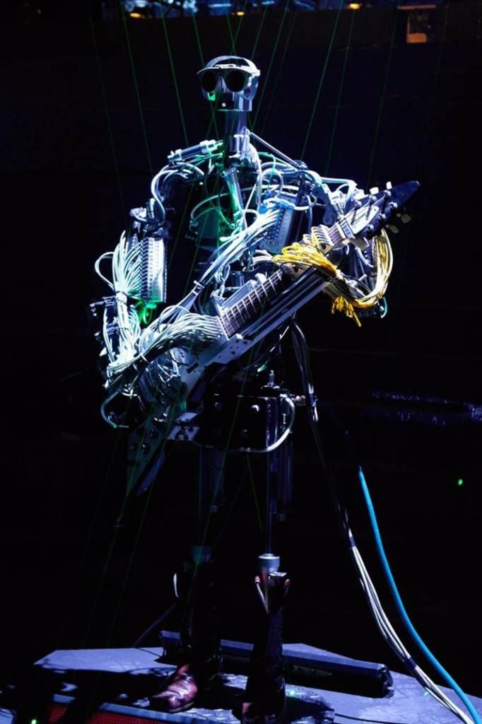 compressorhead-robot-band-vocalist-5