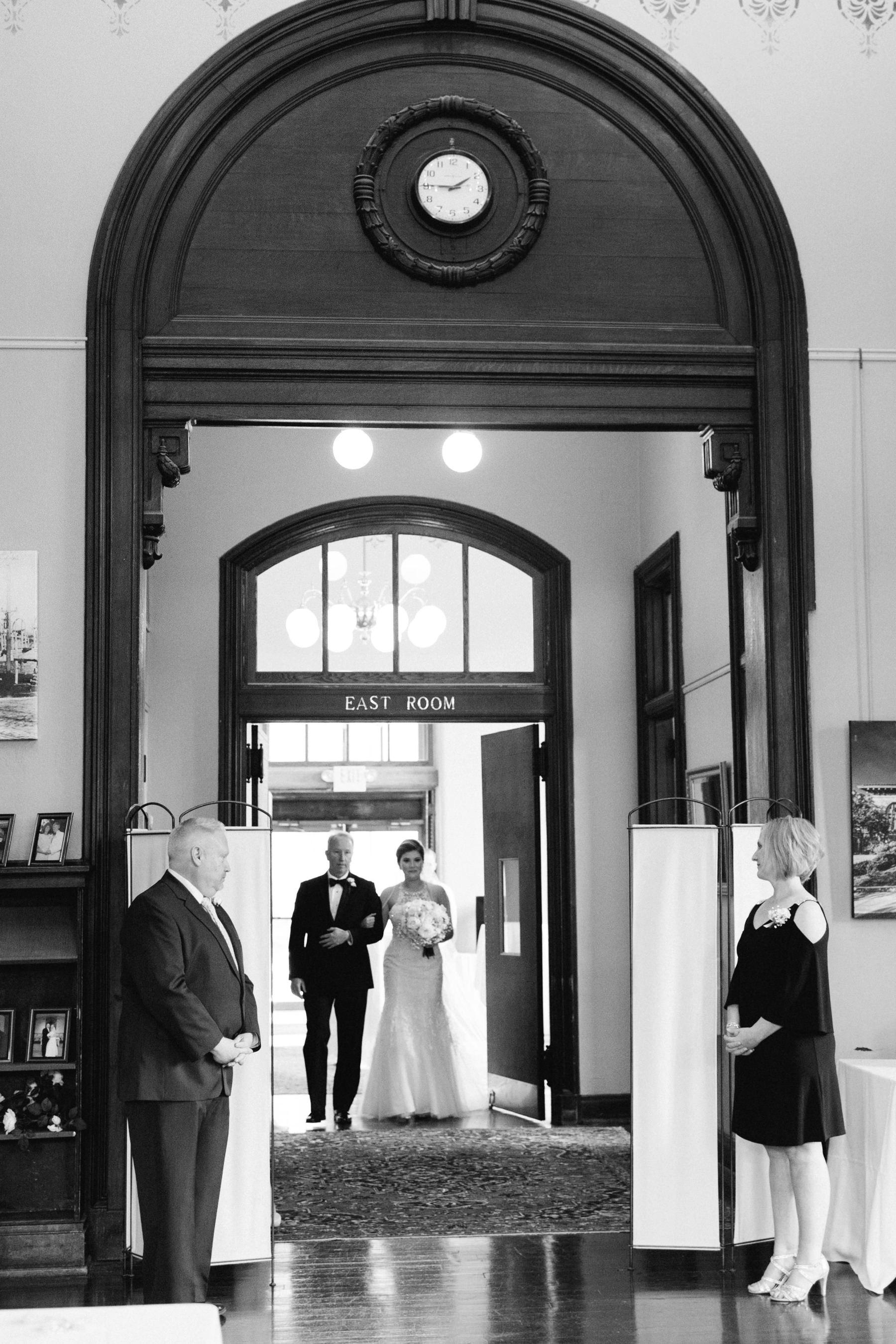 Tire Swing Photography | Carnegie Center of Columbia Tusculum Wedding_0017
