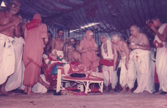 His-Holiness-The-Paramacharya-Of-Kanchi-During-A-Congregation-In-Kanchi-Math