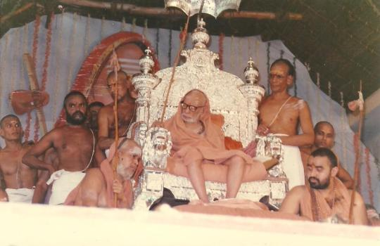 His-Holiness-The-Paramacharya-Of-Kanchi-With-His-Immediate-Successors-Sri-Jayendra-Saraswati-And-Sri-Vijayendra-Saraswati