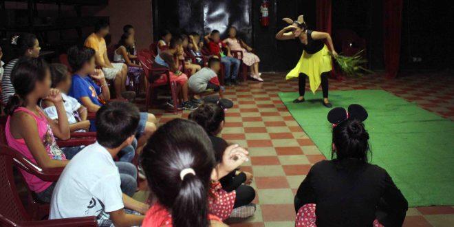 """Tarde Recreativa """"Conociendo mis derechos""""con Niñez en PequeCine"""