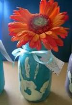 Manualidades de niños para el dia de la madre: pintar un florero