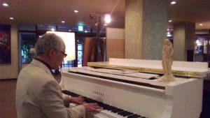 ピアノで指導