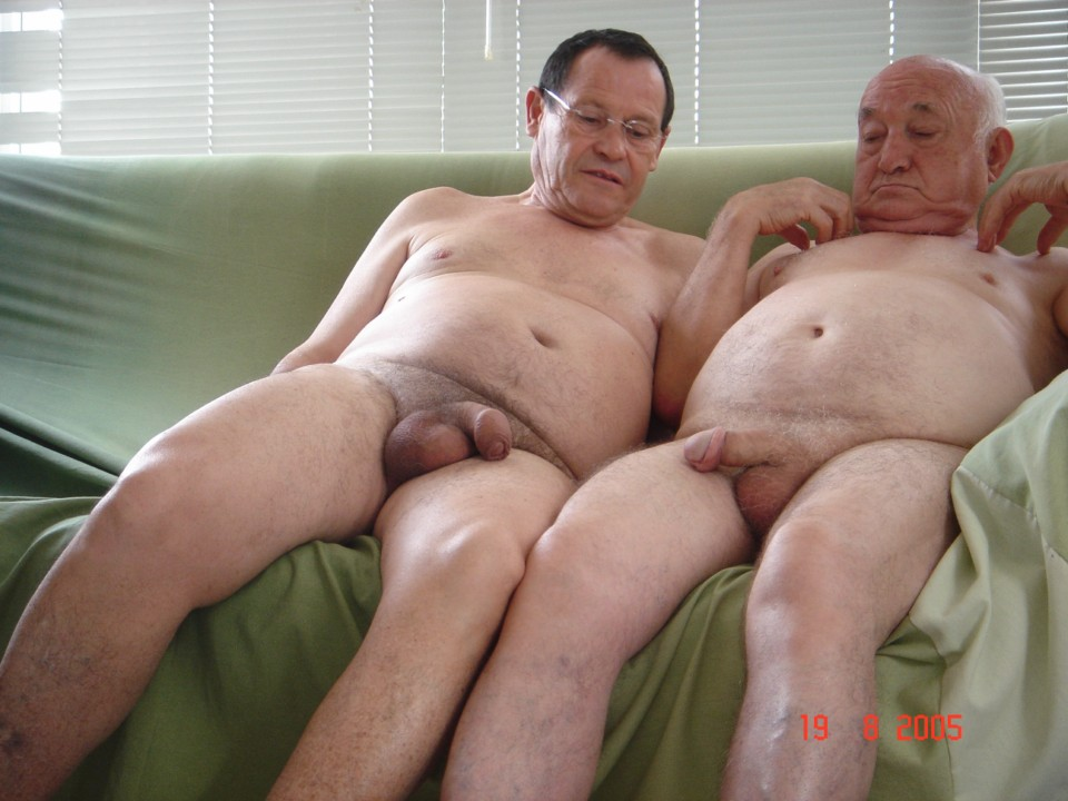 gay silver daddy pissing solo