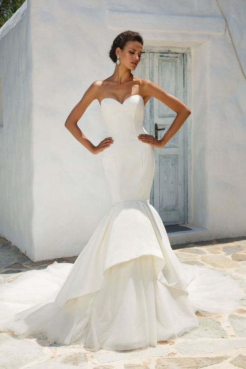 Elegant Flat Chest Wedding Dress Styles Petite Brides Wedding Dress Styles Mermaid Wedding Dress Styles To Consider Your Body Type Wedding Dress Styles