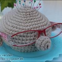 DIY: Hæklet 2i1 = Nålepude/brilleholder