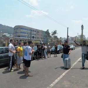 Alberto Simão parou para conversar com torcedores que recepcionaram volta do Tupi à Juiz de Fora