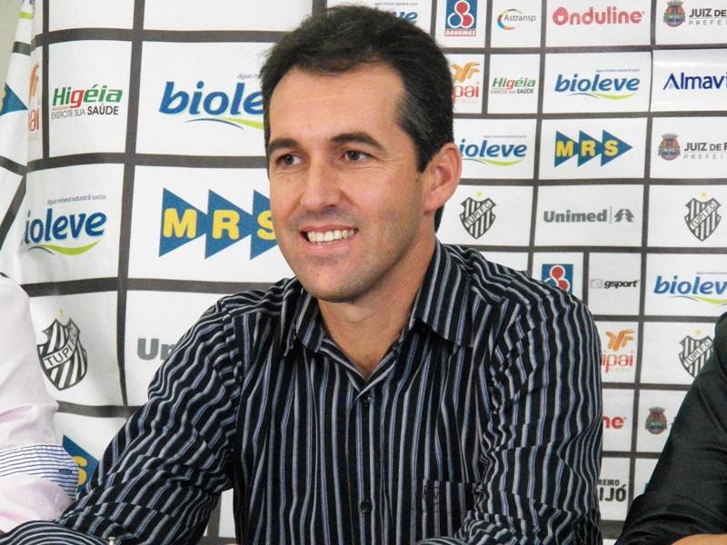Diretoria anuncia saída de Condé e trabalha com três nomes para treinador