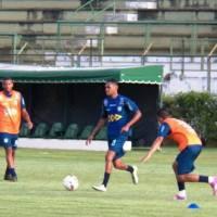 """Aniversariante do dia, Rafael Assis pede """"um gol e a vitória"""" de presente"""
