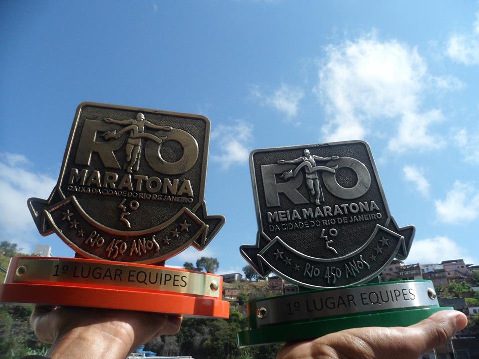 Invasão premiada: JF volta com troféus de maior equipe na Maratona e Meia do Rio