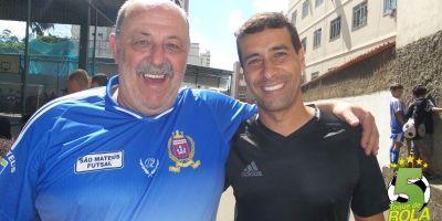 Coordenador da 4ª Copa Toque de Bola de Futsal, Alfredo Coimbra, ao lado do assistente juiz-forano que representou a arbitragem brasileira nas Olimpíadas, Marcelo Vangasse