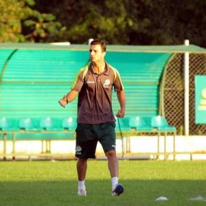 Luverdense, treinado por Júnior Rocha, preza por desarmes sem falta para evitar advertências