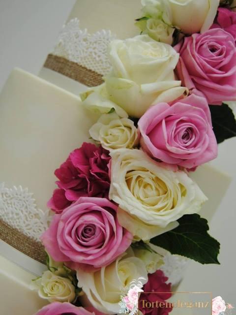 Hochzeitstorte Spitze mit Bio Rosen Rosen 1