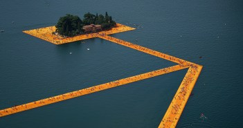 Christo and Jeanne-Claude, The Floating Piers, Lake Iseo, Italia, 2014-2016
