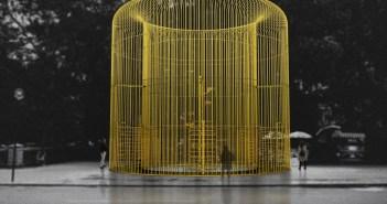 """Projeção de uma das peça no projeto múltiplo """"Ai Weiwei: Good Fences Make Good Neighbors"""", cortesia do estúdio de Ai Weiwei"""