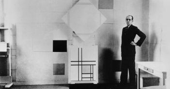Piet Mondrian em seu estúdio em Paris (1933)