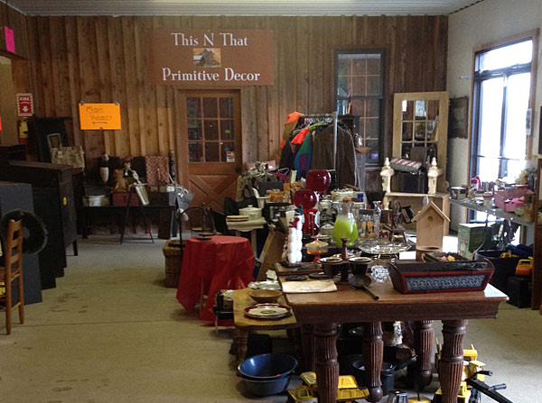 primitive and country decorations for sale at the stubborn dutchman flea market