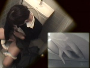【JKオナニー盗撮動画】授業中我慢出来ず、女子トイレに駆け込んでオナニーするパイパン女子校生ww