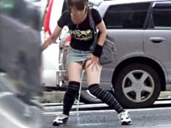 【お漏らし盗撮動画】素人女子を街撮りしてたら…その瞬間デニムスカートびちゃ濡れ放尿ww