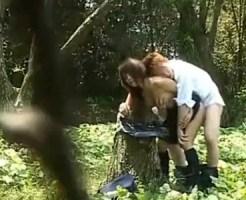 【JK野外SEX盗撮動画】女子校生カップルが森林公園で青姦…猿のように必死に腰振ってる様子を隠し撮りww