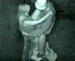 【青姦盗撮動画】真っ暗闇で野外エッチする素人カップルを赤外線カメラで隠し撮り…ギャルにバレて大惨事ww