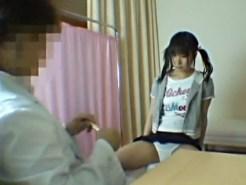 【ロリSEX盗撮動画】性病検査で医師に相談するツインテール女子に不治の病と騙して病室でレイプ…