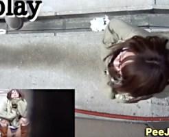 【無修正盗撮動画】野ションスポットと呼ばれる路地裏で隠し撮り…メガネ女子のオシッコ姿を正面撮りww