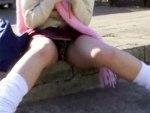 【まんちら盗撮動画】具がハミ出過ぎなヒョウ柄パンツの女子校生を接写撮り…パンチラ!?マンチラ!?