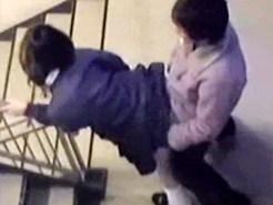 【学園盗撮動画】絶対ヤバイ動画見つけた…学校の階段で昼休みに立ちバック挿入を友達がスマホ撮りww