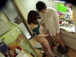 【家庭内盗撮動画】嫁の普段の様子をモニタリングしようとテレビの影響受けて隠しカメラつけた結果ww