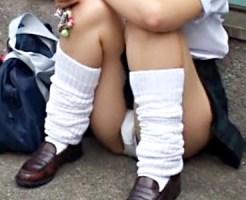 【パンチラ盗撮動画】布部分が足りずに綺麗に剃毛したまんちらが丸見えになった女子校生を隠し撮りww